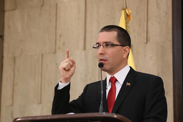 Venezuela intercepta navios da ExxonMobil e acusa Guiana de violar soberania