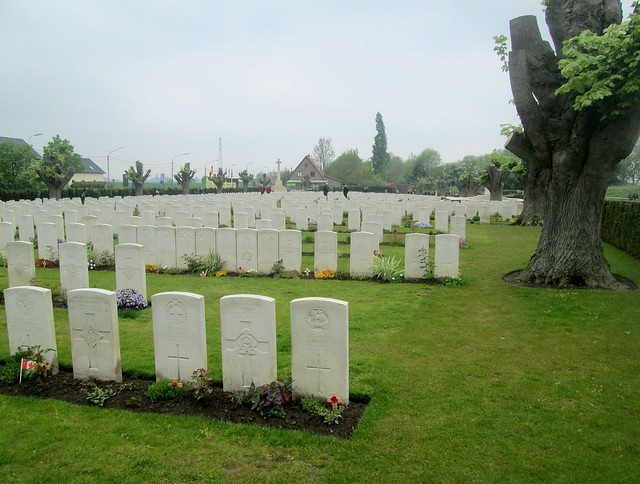 Essex Farm Cemetery, Ypres, Graves