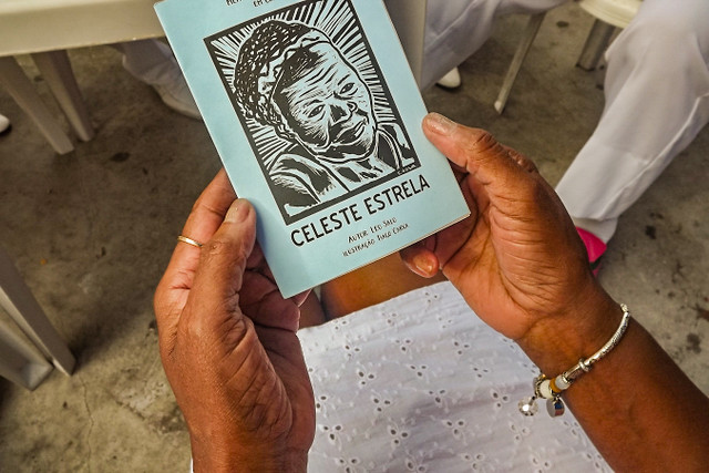 Celeste Estrela é escritora, poetisa, atriz, cantora e integrante da Velha Guarda da Escola de Samba Unidos de Manguinhos  - Créditos: Coletivo Experimentalismo Brabo/ Leo Salo