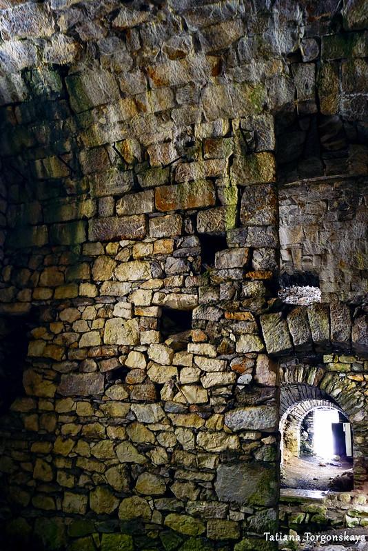 Стены внутри крепости