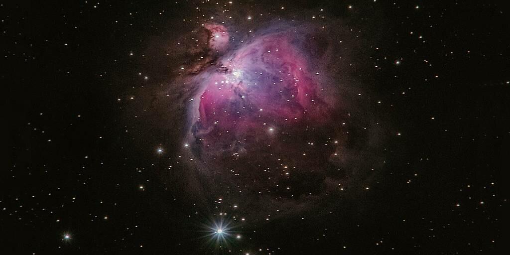 La galaxie la plus lumineuse jamais découverte cannibalise ses voisines