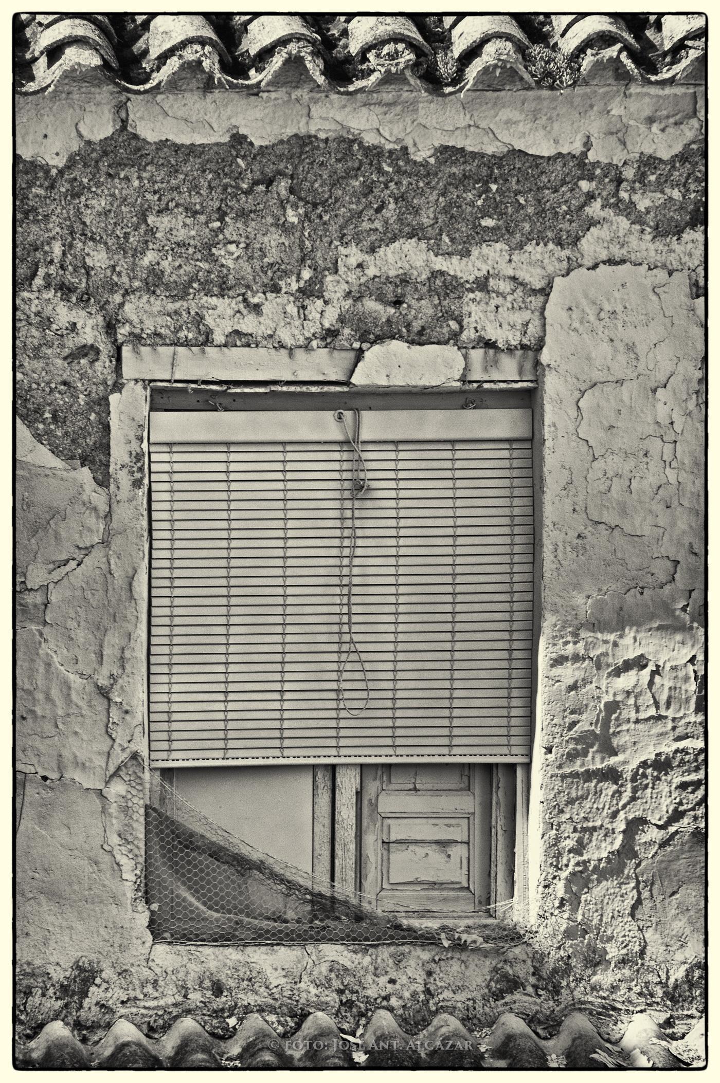 Fotografía de una ventana vieja