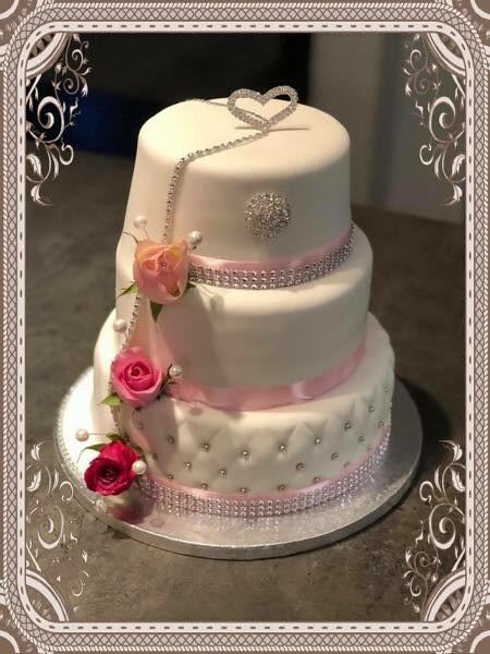 Wedding Cake by Monica Myhre Juliussen of Monica's Kaker, Cupcakes og Bakverk