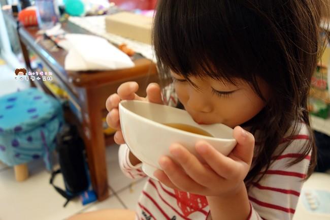 老石。滴雞精~吃補不用吃苦,好喝的無毒雞滴精,隔水加熱就能品嘗雞精的原汁原味,孕婦/兒童/長輩/上班族,給身體滿滿的元氣