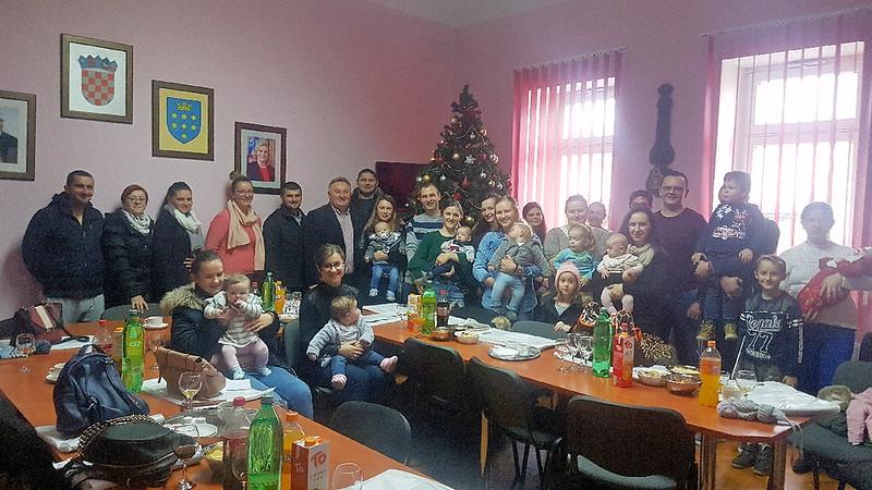 Održan svečani prijem za novorođenu djecu i roditelje s područja općine Rešetari