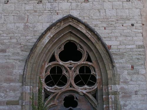 20080831 28653 1001 Jakobus Montbrison Kirche Fenster Dreifaltigkeit Bogen