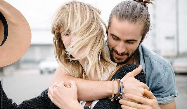 9 Types of Hugs by your partner and what they actually mean