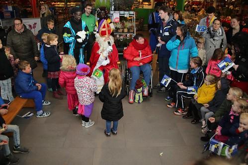 ENKHUIZEN - 24 nov Sinterklaas in winkelcentrum Koperwiekplein.