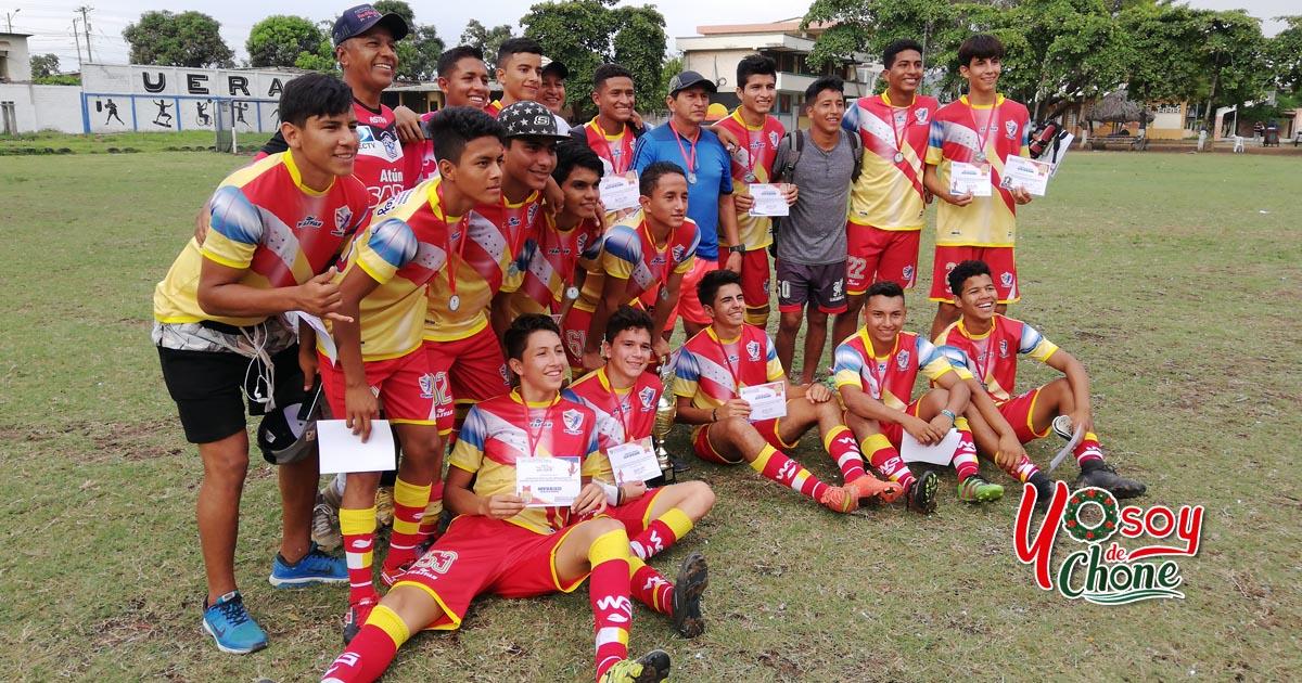 Varios campeones en el IV campeonato infanto juvenil de fútbol