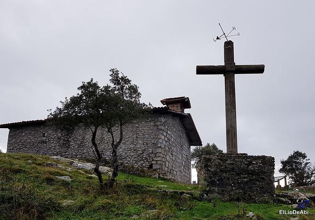 Ermita de San Pedro de Atxarre, posiblemente el mejor mirador sobre Urdaibai.  y después el  desayuno vasco  (17)