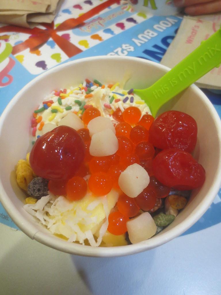 Mmm, frozen yogurt by the ounce