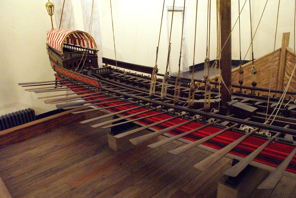 > Modèle réduit de galère dans le musée de la Commenda di San Giovanni di Pré à Gènes.