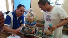 Esta cidade nas Filipinas está oferecendo quilos de arroz em troca de plásticos
