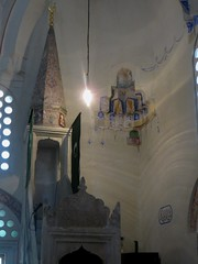 Le minbar, salle de prières, mosquée de Karađoz Bey, 1557-1558,  Braće Fejića, Mostar, Herzégovine-Neretva, Bosnie-Herzégovine.