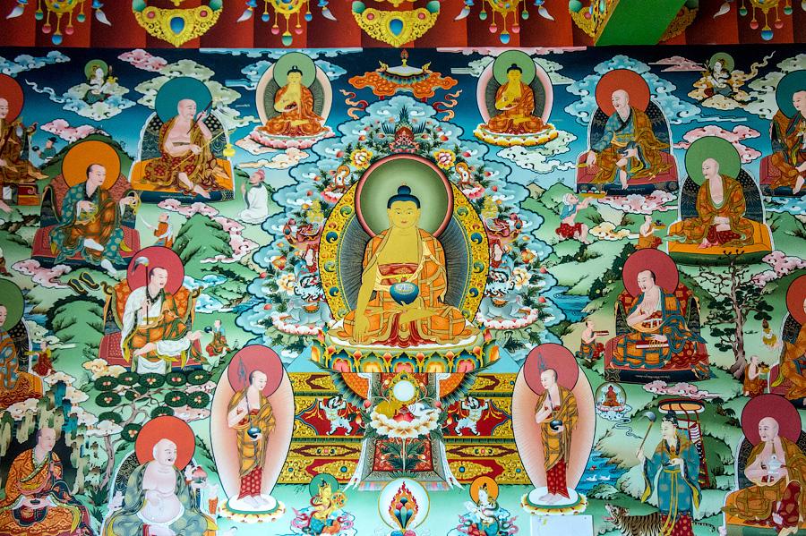 Фрески событий из жизни Будды. Центральный зал монастыря Пьянг.