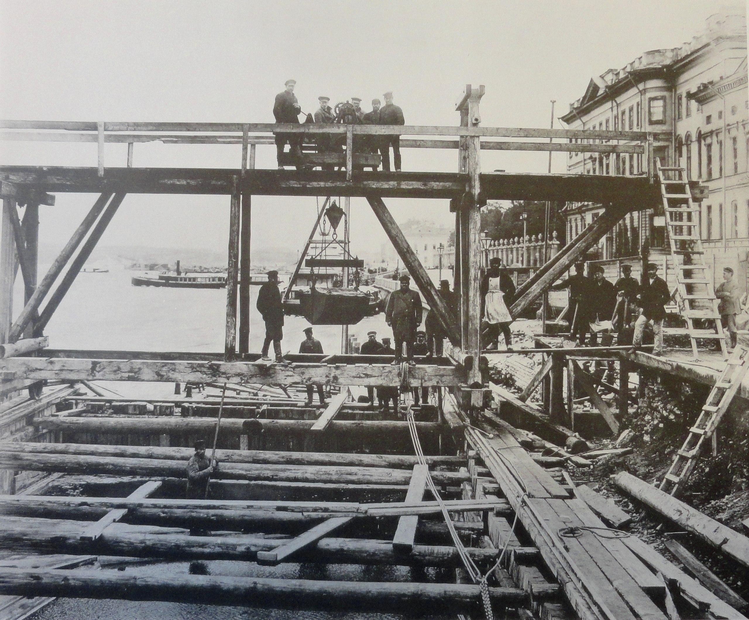 1901. Бетонирование основания левого берегового устоя. 23 июня