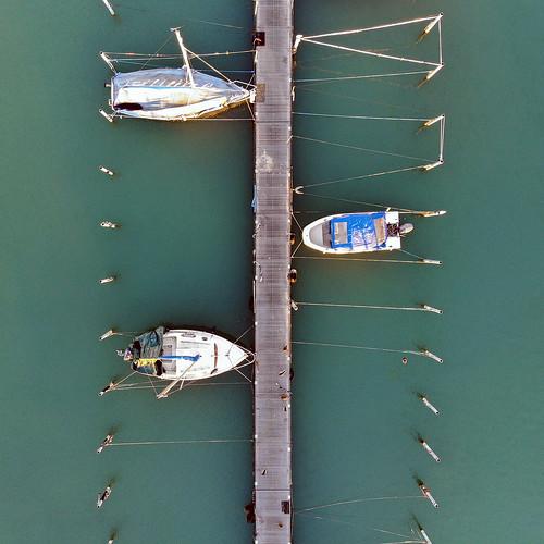 Trois au port