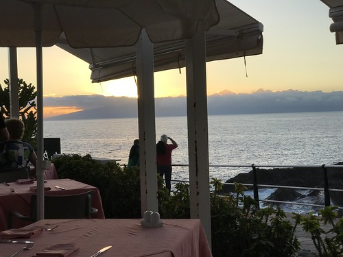Admirando la isla de La Gomera desde Tenerife
