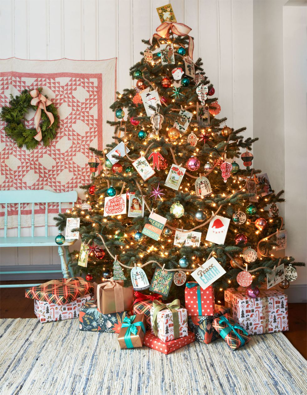 10 Ways to Decorate Your Christmas Tree - Traditional Christmas Tree