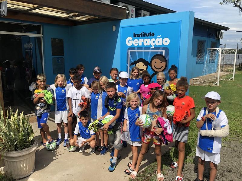 Instituto Geração Tricolor recebe doação de delegação australiana da Brazilian Soccer Schools, que disputa o IberCup
