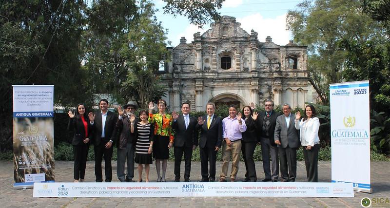 """Secretario General del SICA, Vinicio Cerezo participa en la conferencia magistral del Conversatorio """"Cambio Climático y su Impacto en Seguridad Alimentaria y Nutricional, Desnutrición, Pobreza y Economía en Guatemala"""""""