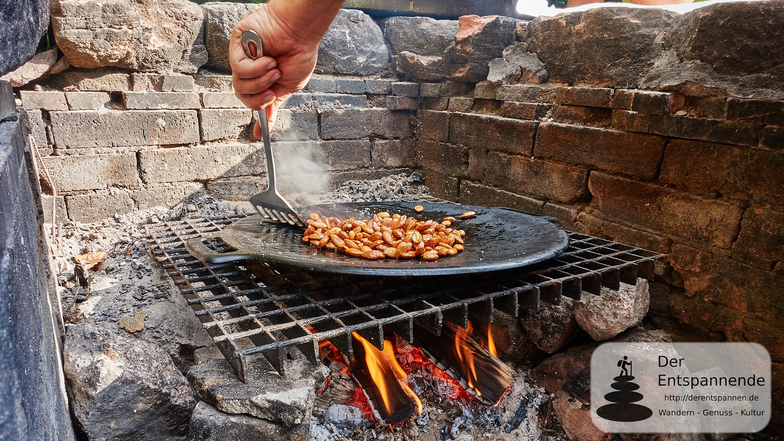 """Outdoor-Cooking an der Hirschwinkelhütte mit """"Waldwärts"""": Gebrannte Mandeln"""
