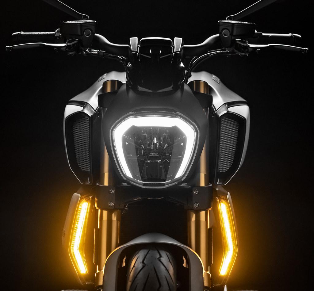 Ducati DIAVEL 1260 S 2019 - 12