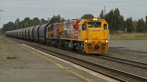 KiwiRail DXC 5327 and Coal Train.