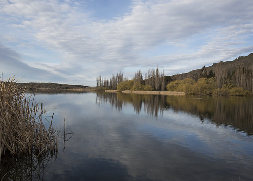 lisaridings fantommst newzealand nz otago region landscape butchers gully reservoir alexandra reflection lake pond water waterscape cloudscape clouds irrigation lichen