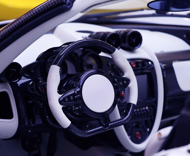e924626c-pagani-huayra-roadster-for-sale-4