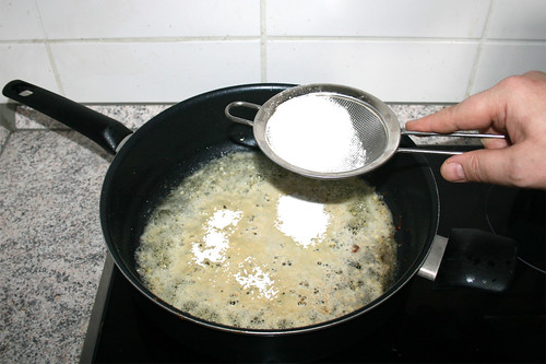 20 - Mehl einstreuen / Intersperse flour
