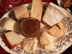 Comidas en Madrid quesos variados
