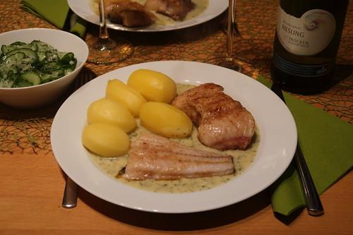 Wallerfilet in Dill-Senf-Soße mit Salzkartoffeln und Gurkensalat