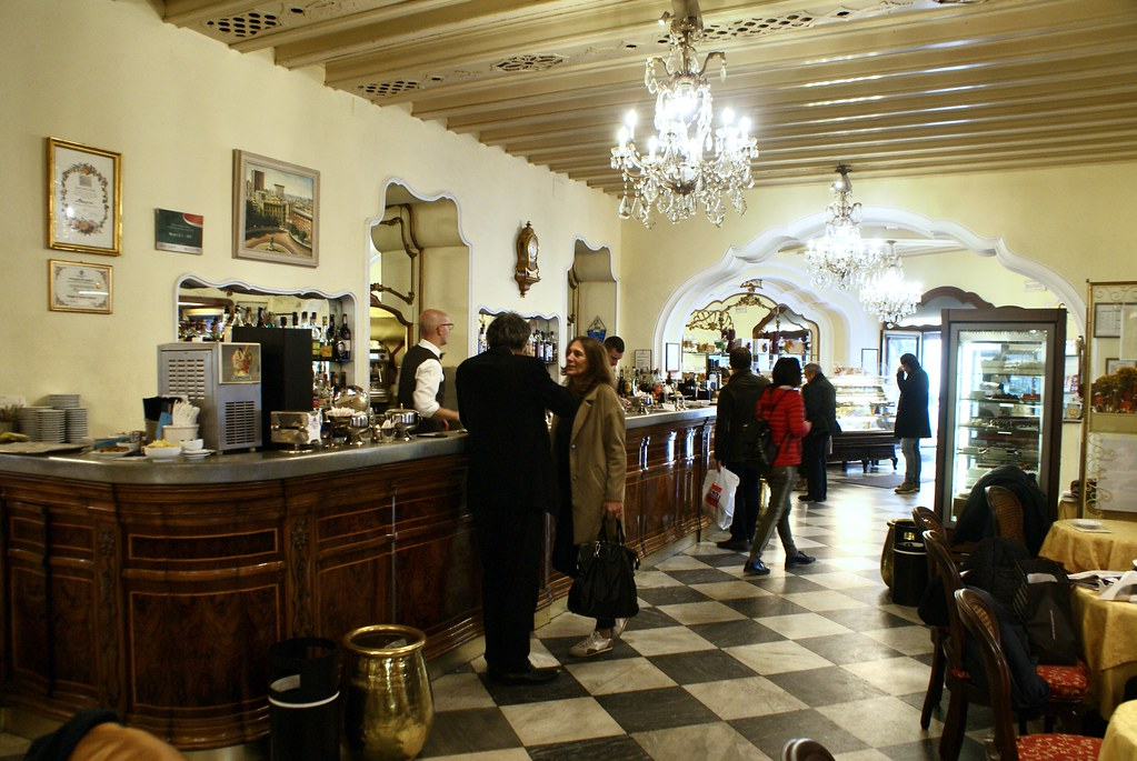 A l'intérieur du café patisserie Mangini à Gènes.