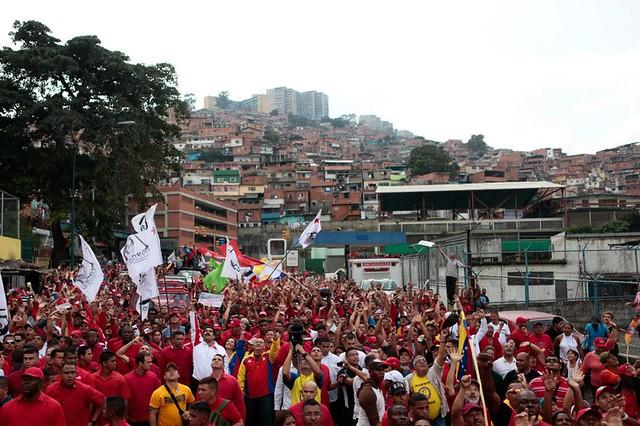 Mercenários praticam violência e roubos em bairros chavistas, relata jornalista