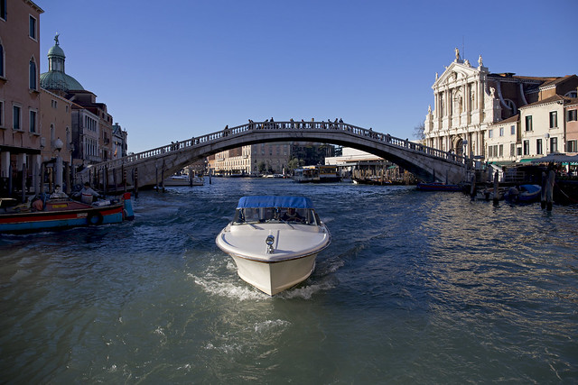 Canal Grande, Ponte degli Scalzi. Гранд-канал в районе Санта-Кроче, мост Скальци