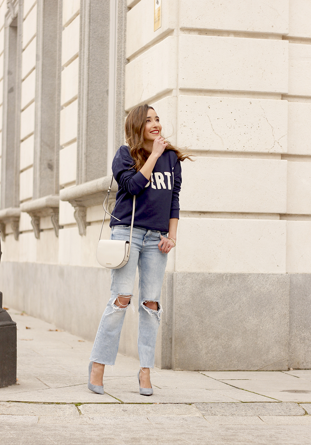 Sweatshirt ripped jeans clavin klein white bag high heels street style outfit 20194