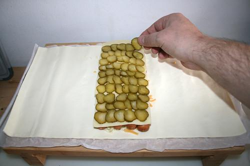 14 - Gurkenscheiben auflegen / Add gherkin slices