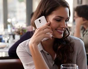 Benarkah Ponsel Bisa Menimbulkan Jerawat di Wajah?