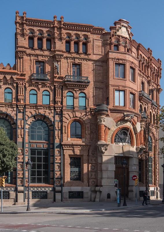 Façades barcelonaises... 43875985290_dc31a1ca17_c