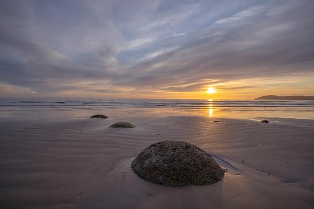 Sunrise, Moeraki Boulders, Koekohe Beach, Otago, South Island, New Zealand