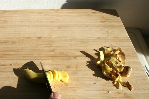 32 - Ingwer schälen & in Scheiben schneiden / Peel ginger & cut in slices