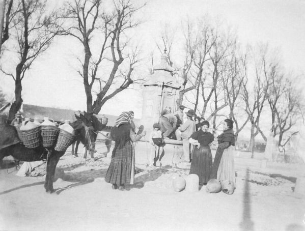 Fuente de Cabrahigos entre 1900 y 1910. Foto de Nahum Sokolow. © Central Zionist Archives / Harvard University, Judaica Division. Widener Library. Harvard College Library, W727805_3
