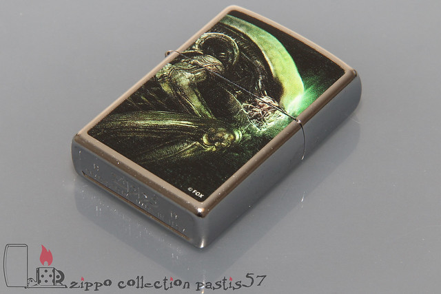 2017-08 H-17 Zippo Alien Collection by Bradford Exchange 02