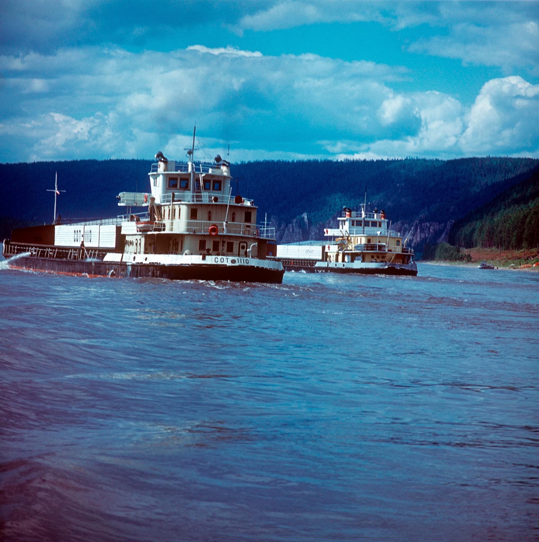 1970-е. Река Лена, танкеры идут на север