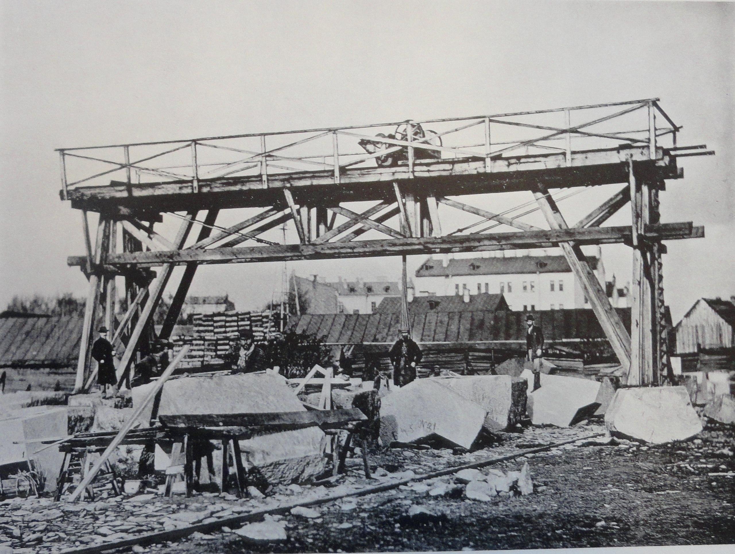 1900. Кран для подъема ледорезных камней