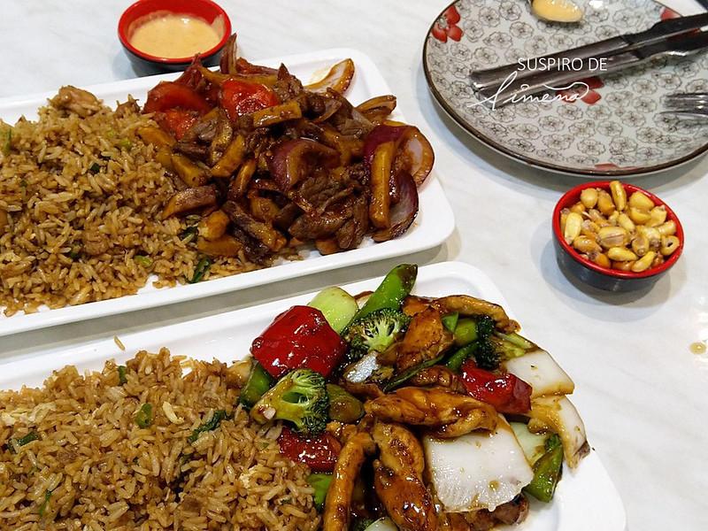 Lomo saltado y pollo con verduras servido con arroz chaufa