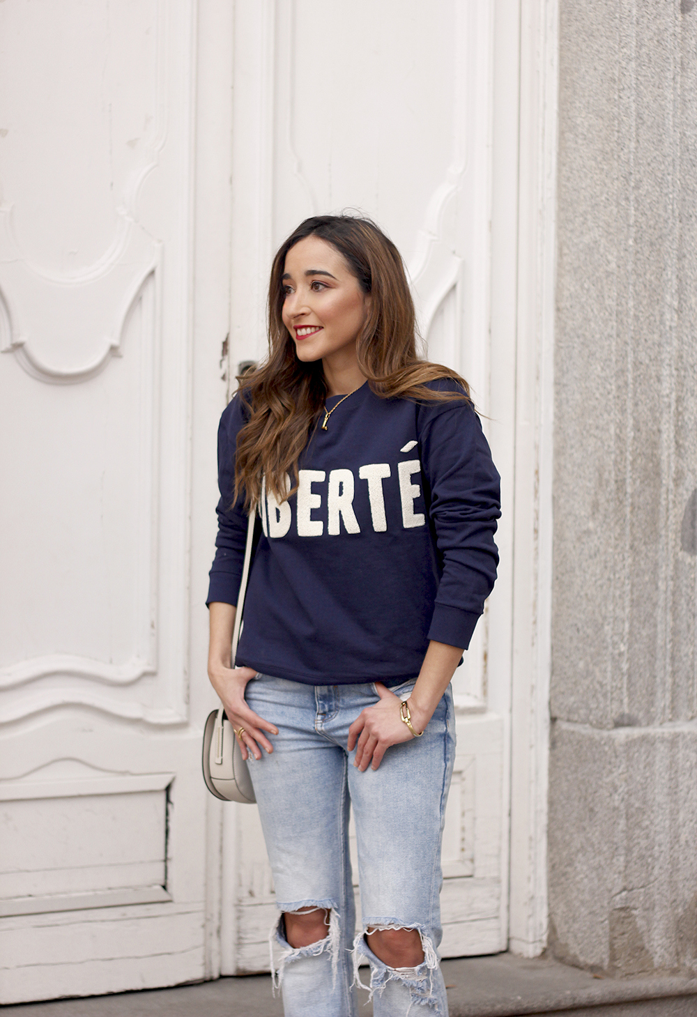 Sweatshirt ripped jeans clavin klein white bag high heels street style outfit 20195