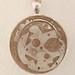 Colgante de hormigón y piezas de reloj, esmaltado, línea industrial by nutemneferet