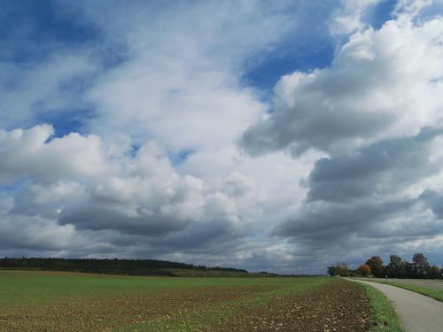 20171006 09 397 ostbay Wolken Herbst Feld Wald Bäume Weg
